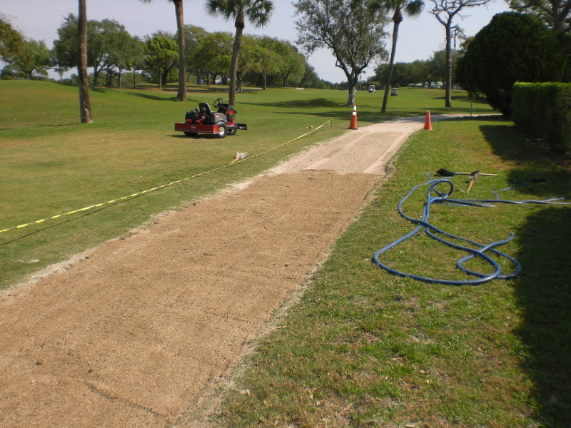Einbau Wegedecke Golfplatzweg